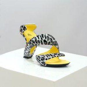 Mojito Snow Leopard - by Julian Hakes